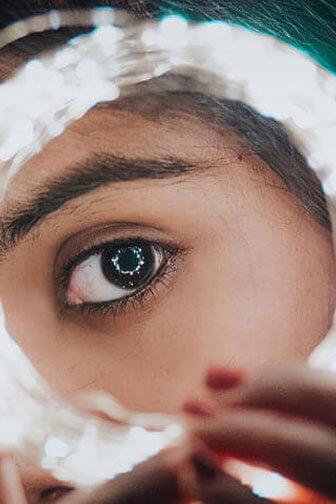 Tutto sul contorno occhi: skincare e correttore