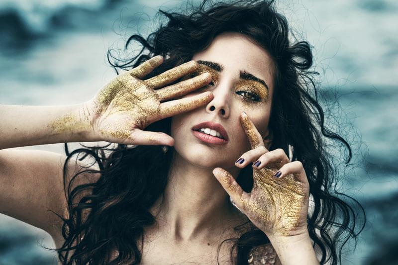 glitter in make up viso